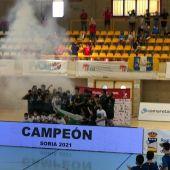 El CV Elche celebra el título de campeón de España.