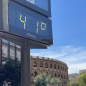 Termómetro marca 41 grados centígrados en Valencia.