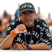 Spike Lee, presidente del jurado de Cannes 2021, posa en el photocall de la muestra en la jornada inaugural