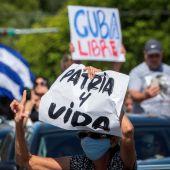 """Cientos de cubanos toman las calles para protestar contra el Gobierno al grito de """"libertad"""""""