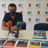 El concejal de fiestas, Domingo Andreu, ha presentado la programación de actos organizada para este mes de julio en Almoradí