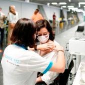 Isabel Díaz Ayuso, vacunada contra el coronavirus en el WiZink Center.