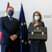 La nueva ministra Raquel Sánchez en el traspaso de cartera.