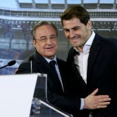 Florentino Pérez e Iker Casillas el día de la despedida del portero.
