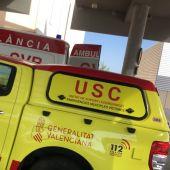 El VIR de Elche junto a una ambulancia.