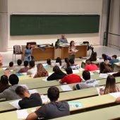 Alumnos en un examen de la EBAU en Asturias