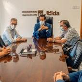 Reunión del conseller de Política Territorial y el alcalde de Elda.