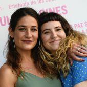 La actrices Tamara Casellas (i), protagonista de la película 'Ama', de Júlia de Paz Solvas (d), durante el pase gráfico del largometraje, este marte en el cines Renoir, en Madrid.