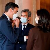 El presidente del Gobierno conversa con el presidente del Consejo General del Poder Judicial (CGPJ), Carlos Lesmes (c), y la ministra deJusticia, Pilar Llop