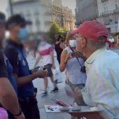 """La Policía pide los papeles al pintor Antonio López mientras trabajaba en la Puerta del Sol: """"Yo no tengo que saber quién es"""""""