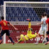 Mikel Merino consigue el tanto ante Argentina