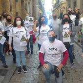 Madres y padres del CEIP Río San Pedro en una manifestación