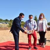 El presidente de la Diputación, Álvaro Martínez Chana, en la colocación de la primera piedra