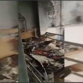 El fuego originado en un colchón provoca dos heridos, uno de ellos grave