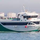 Catamarán en la Bahía de Cádiz