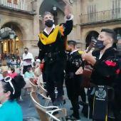 Una tuna canta 'Clavelitos' a Casado y Ayuso tras la reunión de presidentes del PP en Salamanca