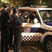 Agentes de la Policía en el Plan Antibotellón
