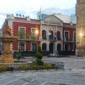 Imagen Plaza de España de Valdepeñas y fachada Casa Consistorial