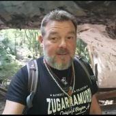 Fran Contreras en las cuevas de Zugarramurdi