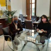 El director de la UNED en Elche con la diputada provincial de cultura