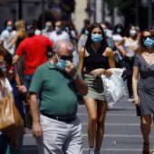 Las mascarillas continúan viéndose en las calles, a pesar de que no es obligatoria