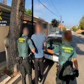La Guardia Civil con un detenido