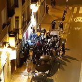 Aglomeración en una calle de Zaragoza