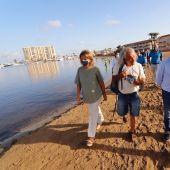 La vicepresidenta tercera del Gobierno y ministra para la Transición Ecológica y el Reto Demográfico, Teresa Ribera, ha visitado el Mar Menor para conocer el estado de la laguna
