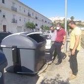 Instantes de una visita para conocer los nuevos contenedores que se están instalando en los barrios