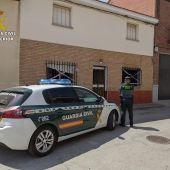 La Guardia Civil rescata a un hombre de 76 años del incendio de su vivienda en Carmena
