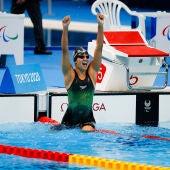 Michelle Alonso tras su oro en la piscina del centro acuático de Tokio