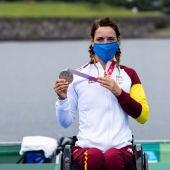 Eva Moral con su medalla de bronce