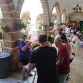 Trabajando en cadena en la casa de la Iglesia del Carmen
