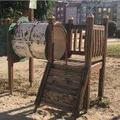 """O Psoe denuncia un """"abandono total"""" dos parques intantís"""
