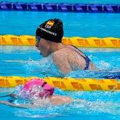 Marta Fernández ya es de oro al ganar en los 50 metros braza