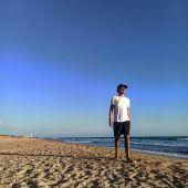 Galo Pablos en una playa gaditana