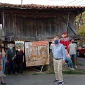 Los vecinos de Areñes presentando su candidatura