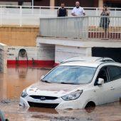 Un coche afectado por el agua
