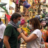 Mª José Catalá y Carlos Mazón durante la visita a la Falla del Pilar de València