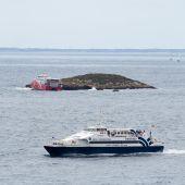 El ferry encallado en un islote de Ibiza ya ha sido reflotado