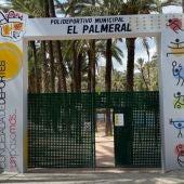 La concejala de deportes de Orihuela estrena nueva señalética e iluminación en El Polideportivo Municipal