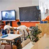El consejero de Educación Enrique Ossorio visita el CEIP Miguel Delibes de Campo Real