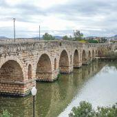 Policía Nacional rescata a una mujer del río Guadiana cerca del Puente Romano