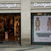 Fachada de una tienda de Desigual en Madrid