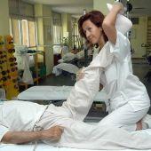 Fisioterapeuta en una sesión
