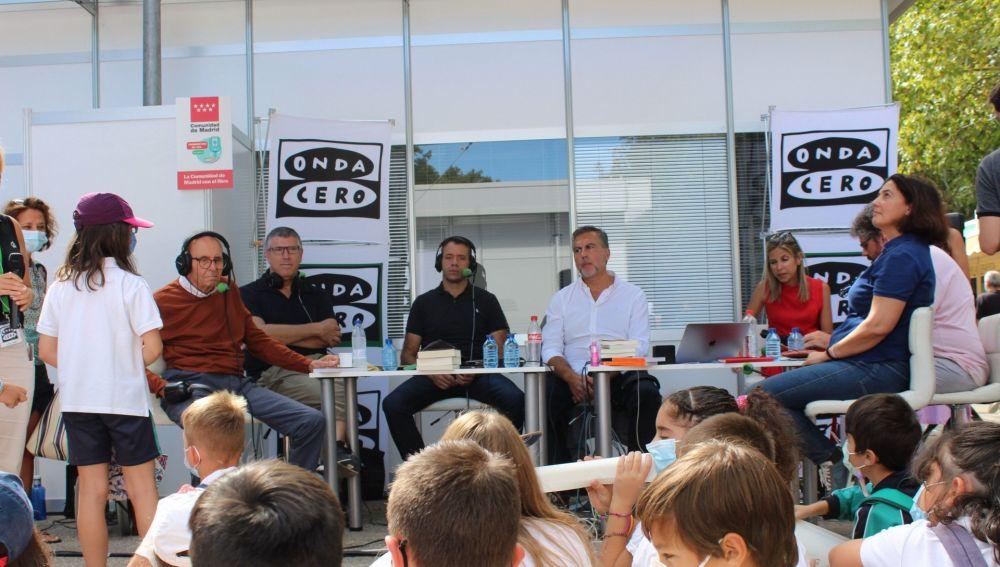 Alumnos del colegio Hernán Cortés hablando en 'La Cultureta' desde la Feria del Libro