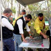 El presidente de la Junta de Andalucía, Juanma Moreno, visita el PMA de Infoca para conocer la evolución del incendio de Sierra Bermeja (Málaga)