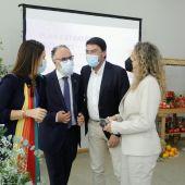 Luis Barcala con los responsables de Mercasa y de Mercalicante