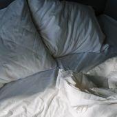 El 30 % de los británicos lava las sábanas una vez al año