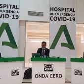 Carlos Alsina realizando 'Más de uno' desde Sevilla